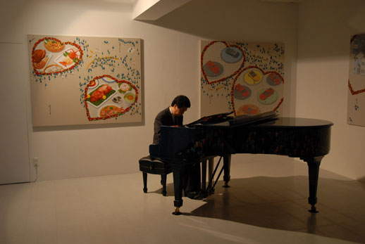 The evening started with the lights dimmed and Ryuji Osaki playing on Nishizawa's piano