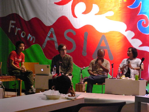 This brought together many artists and art professionals from artist run spaces, artist residencies, independent arts organizations, as well as artists and independent curators. In this picture, from left to right: Fumihiko Sumitomo [AIT], Roger McDonald [AIT], editor and graphic designer Ou Ning and independent researcher and curator Pauline J.Yao