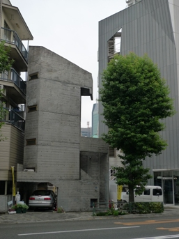 Opposite there is the Tower House (塔の家) (1966) by Takamitsu Azuma, built on 25 metres square.