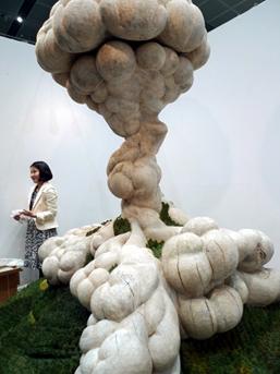 Yamamoto Gendai brought along a large sculpture by Keisuke Tanaka, 'Kaiten'.