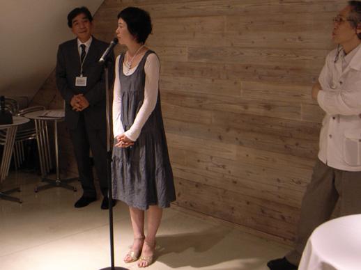 Shuna Araki introducing herself.