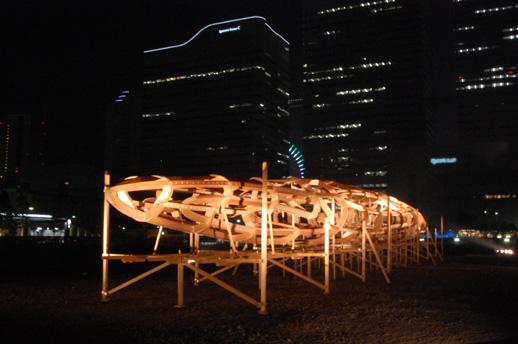 9/12-9/15の間のみ横浜美術館前の空地で公開されたフロリアン・クラーク「フライング・ダッチマン・プロジェクト」