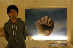田中功起。映像作品も出品していましたが、最近手がけるようになった平面作品の前で。