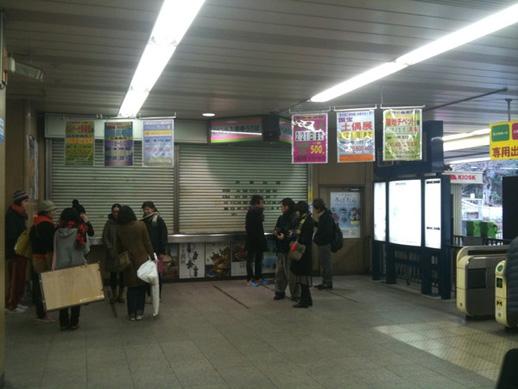 まずは上野駅公園口改札で参加者と待ち合わせます。15人くらいが参加予定とのこと