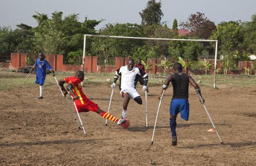 Chris Steele-Perkins《ガーナのサッカー》 2010