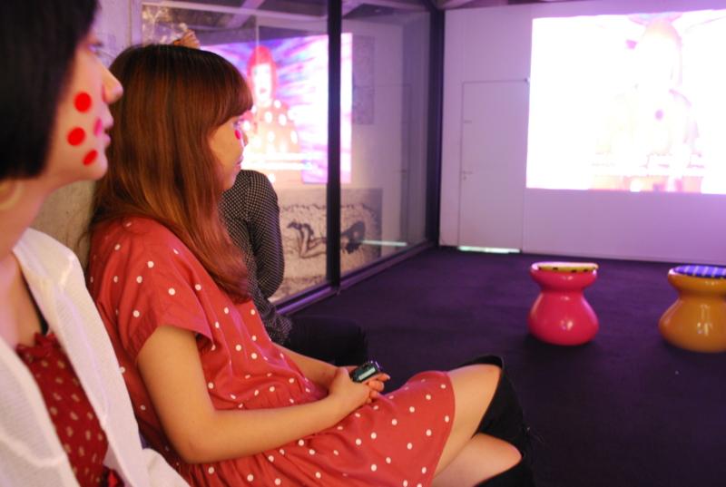 3階では映像作品を鑑賞。