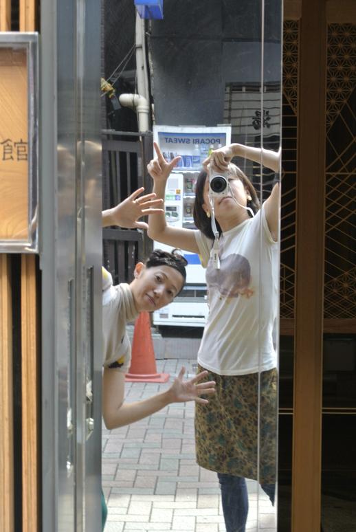 銀座のとあるビルの壁では、「ほうほう堂@鏡 with Nikon 1 J1」も撮影。