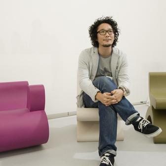 この椅子を制作したデザイナーの元木大輔さん
