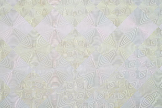 絵画の拡大図。一見、機械で描いたかのように正確な円だが、実はすべてフリーハンドで描いている。