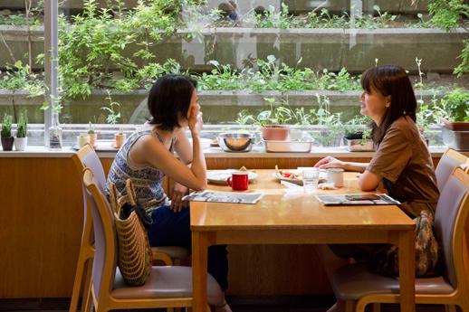 ゆっくりと朝食を友達と取る日曜