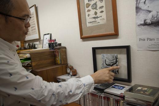 アトリエには山村さんの思い出の品がたくさん飾られています。その中でもアンティークの時計が多数。