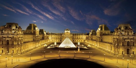 LED照明に改修されたナポレオン広場