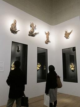 上:《雲中供養菩薩像模刻像》 天喜元年(1053)平等院 下:国宝《阿弥陀如来坐像光背飛天》 天喜元年(1053)平等院
