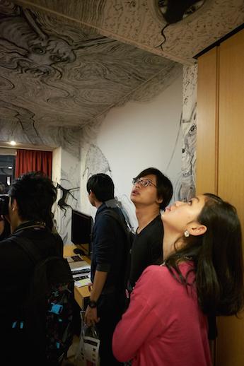 パークホテル東京のアーティストルームをめぐるツアーも。
