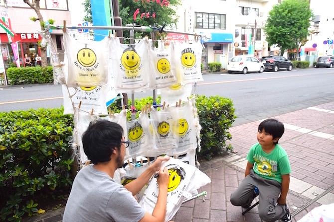 プロジェクトは県北地域の6会場で実施。自分の似顔絵を描いてもらおう!
