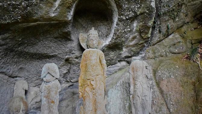鋸山に安置されている石像