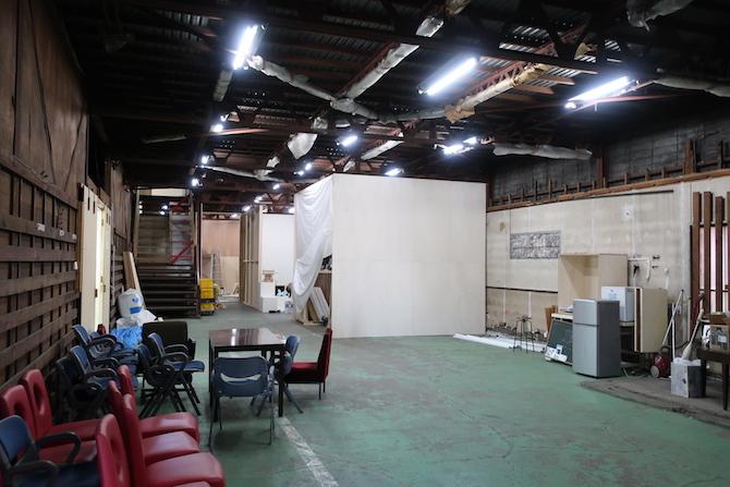 改装中のスタジオ内部