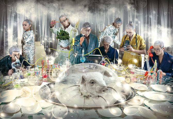 人物たちとテーブルを一度に撮影し、背景ほか一部を合成したシリーズ