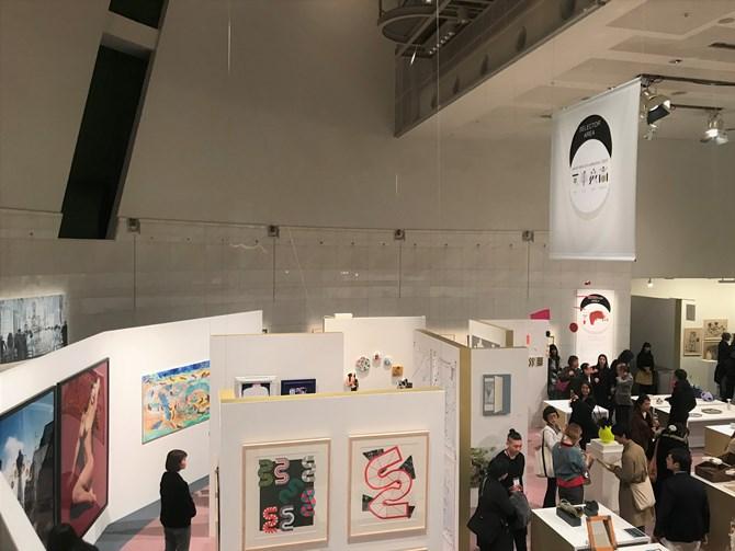 会場は、集落をイメージした展示構成で、散策しながら、様々な作品と出会えるような仕掛けとなっている。