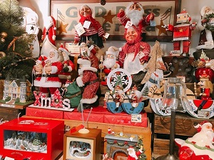 Christmas Toys内のサンタクロースの人形