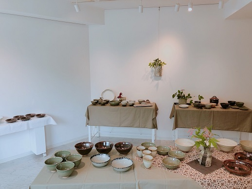 陶芸家 八田富釉さんの展示。