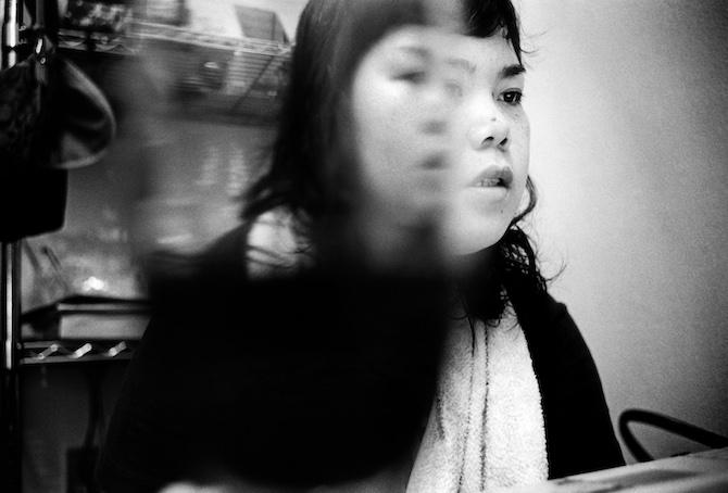 岡原功祐 《Ibasyo ─ 自傷する少女たち》 2007年