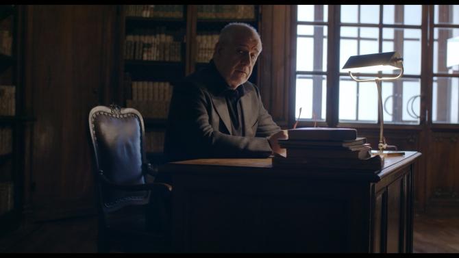 案内役は『グレート・ビューティー/追憶のローマ』のトニ・セルヴィッロ