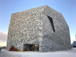 アート、本、博物の複合文化施設:角川武蔵野ミュージアムがグランドオープン