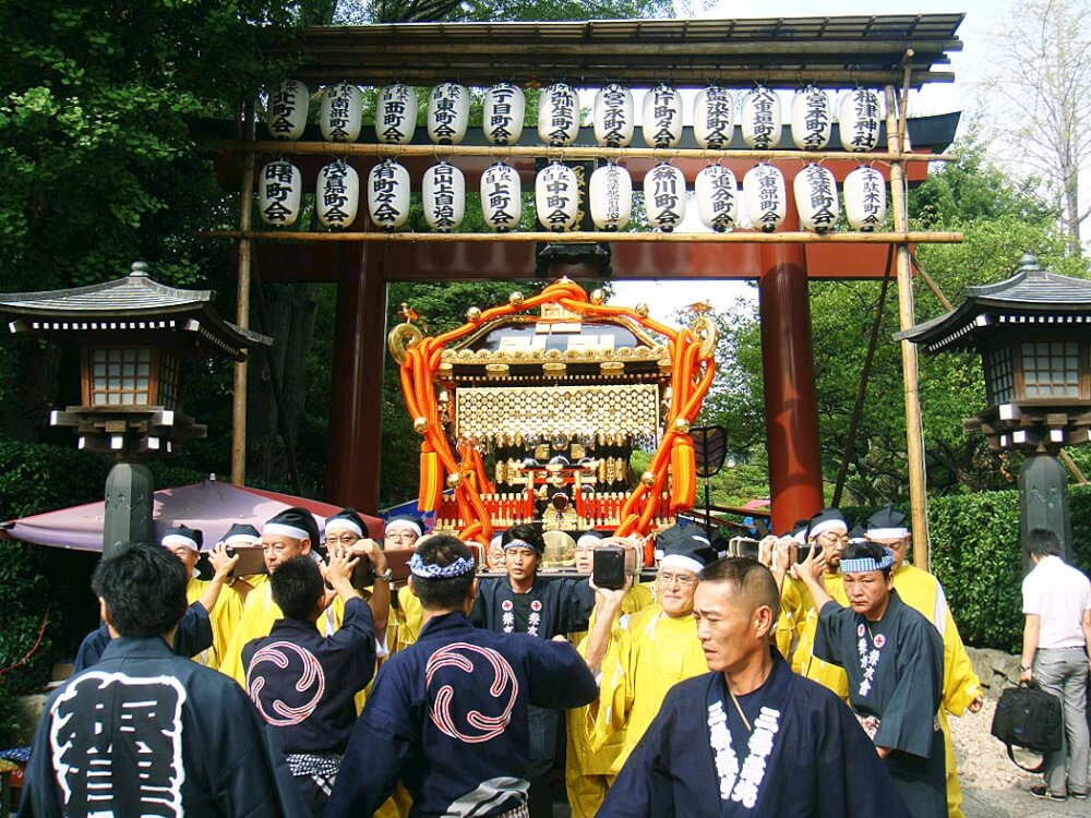 Nezu Shrine Grand Festival. Source: http://antonmin.exblog.jp/13252183