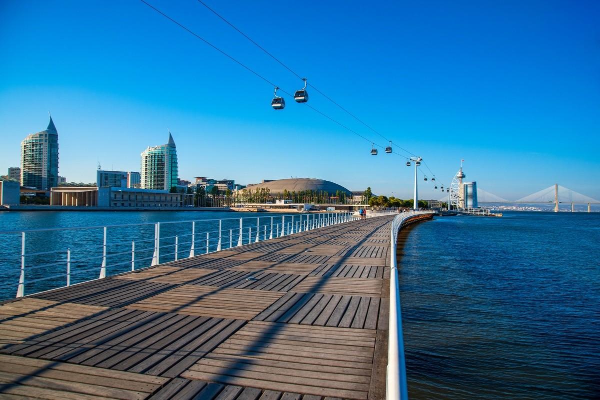 Pasarela sobre el mar en Lisboa