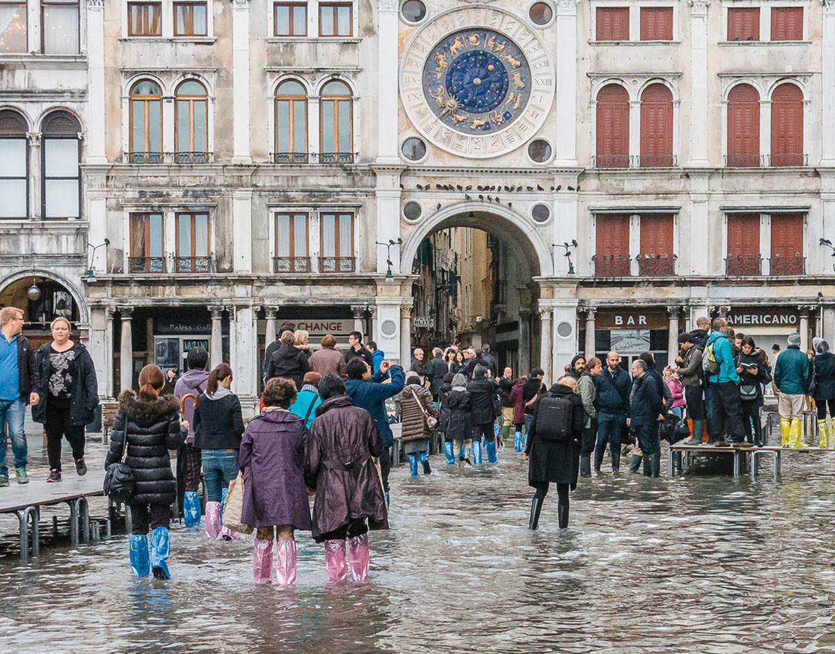 venecia se hunde turistas plaza de san marcos