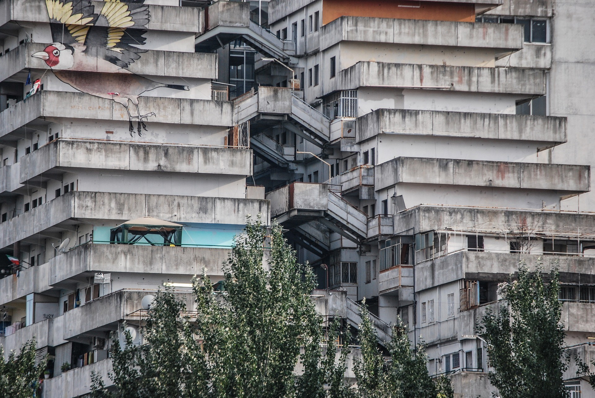 pasarelas aéreas conectando los edificios de la vela de scalpia