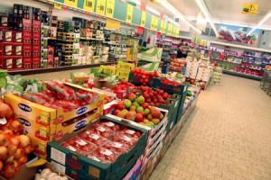 Torino: per la seconda volta in due giorni effettua un furto all'interno di un centro commerciale