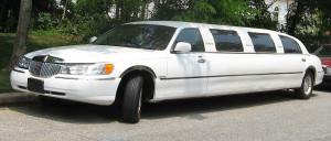 Fermata una limousine che stava trasportando persone abusivamente