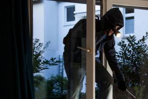 Spara al ladro: denunciato per porto abusivo di armi