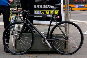 Recuperata una bici rubata e sgomberata l'area di una pista ciclabile