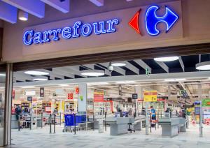 Chiude il Carrefour di Trofarello, i dipendenti in sciopero