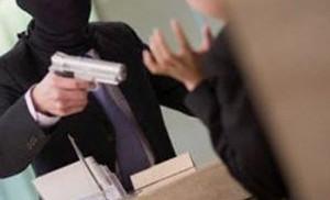 Commette una rapina in un supermercato di via Genova: arrestato