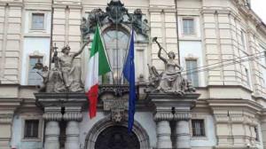 Torino, cade un pezzo del palazzo dell'Arsenale