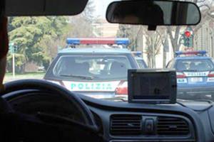 Torino: sente forti rumori durante la notte e contatta la polizia