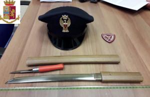 Torino: in stazione cela armi da taglio sotto il cappotto