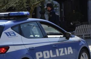 Torino: si intromette in un controllo di Polizia e poi scappa