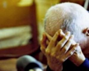 Picchia un anziano senza motivo: 47enne arrestato dalla Polizia di Stato