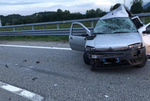 Tir contro auto: morta una donna, grave la figlia di pochi mesi