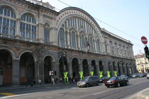 Beccato alla stazione di Torino Porta Nuova con un coltello di grosse dimensioni