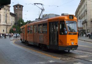 Torino: arrestato l'autore di uno scippo sul tram