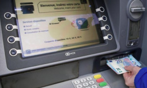 Torino: proprietario preleva al bancomat e gli rubano l'auto