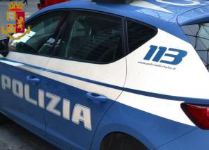 Torino: rapina una donna della borsetta e scappa