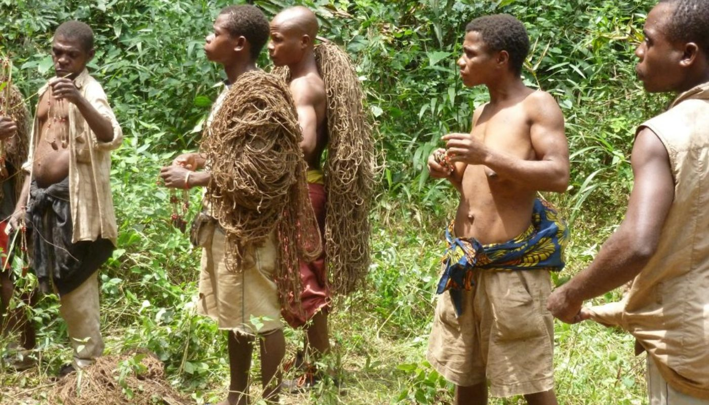 The baaka with their hunting nets 1024x768