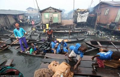 Magodofloating slum